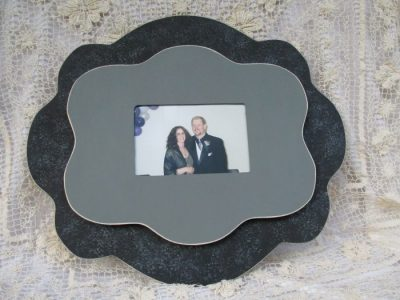 black-picture-frame-8-700x525